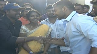 Surya Love Towards His Fans | Surya Interacting With His Fans | Bandobast Pre Release Event - IGTELUGU