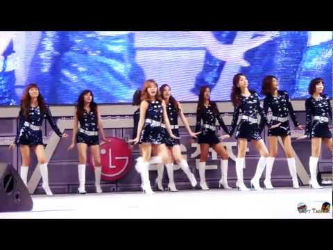 Koreli kız grupları LG Cinema 3D  LED TV oyun festivali