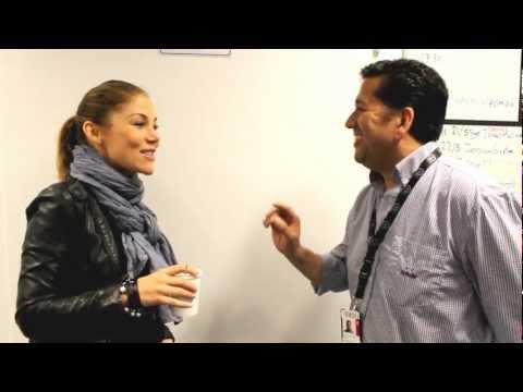 Tilde de Paula utmanas att översätta spanska