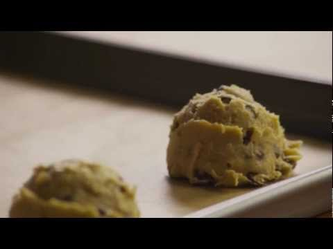 How to Make Chewy Chocolate Chip Cookies