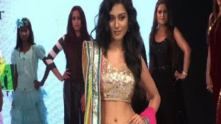 Amrita Rao on ramp - IANS India Videos - IANSINDIA