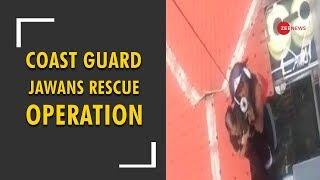 Coast Guard jawans in Kerala rescue about 150 people from floods - ZEENEWS