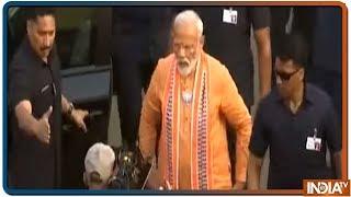 PM Modi's thunderous roadshow in Varanasi, huge crowd throngs - INDIATV