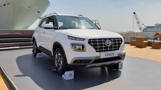 Hyundai Venue | First look | Living Cars - NEWSXLIVE