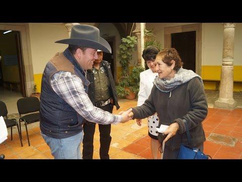 PRESIDENTE JUAN PABLO ENTREGA APARATOS FUNCINALES EN SOMBRERETE