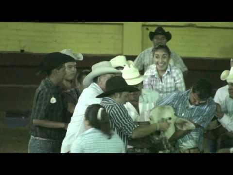 Huitzuco, Torean, montan Mujeres Toros 28 feb 09 part 24