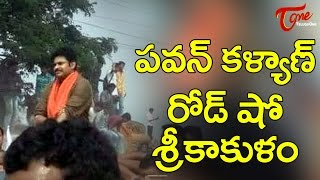 Huge Fans Crowd at Pawan Kalyan's Power full Road Show In Srikakulam - TELUGUONE