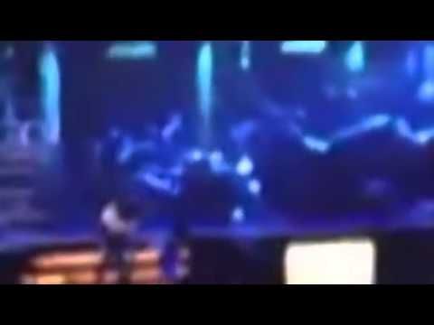 Justin Bieber FALLS DOWN THE STAIRS ON STAGE while performing with Carly Rae Jepson