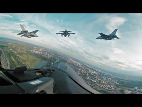 Myśliwce F-16 w ciągu kilkunastu minut są w stanie przelecieć z Polski do Szwecji. Jakie samoloty startujące z pokładów okrętów podwodnych chce wypuszczać minister Macierewicz?