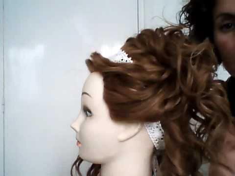 Semi-recogido en cabello rizado con cinta