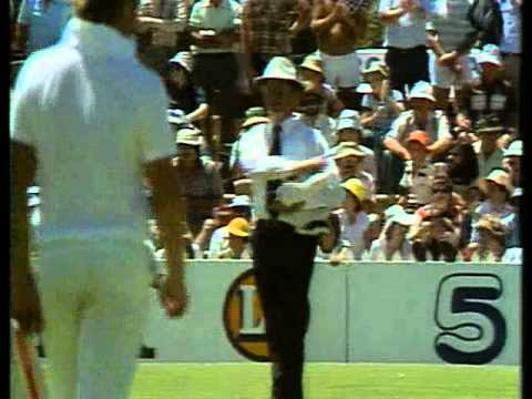 VIV RICHARDS faces crazy bouncer barrage from LENNY PASCOE 1979/80 3rd test
