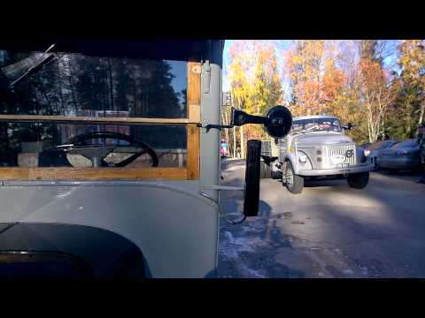 Loska-ajo 2014 ohiajo Vehoniemen automuseon edessä Kangasalla lauantaina 8.10.2014