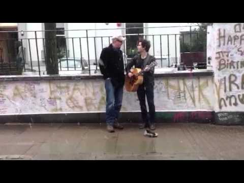 Chris Evans and Kelly Jones surprise drivers by busking 'I
