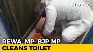 Madhya Pradesh Lawmaker Unclogs School Toilet With Bare Hands. - NDTV