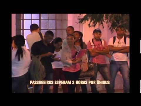Passageiros pagam caro e ainda esperam horas por ônibus em Neves