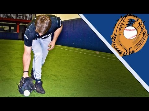 Outfield Tips - Fielding the Baseball / Knowing the Situation