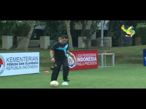 Video Pembelajaran Sepakbola Liga Pendidikan Indonesia - 06 Passing And Control