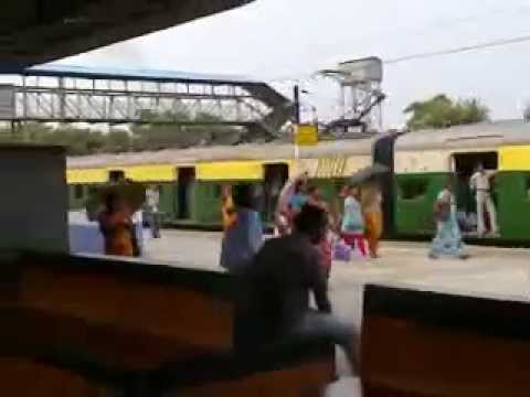 PAKISTANI LOCAL TRAIN COMING ON PLATFORM