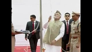 PM Modi hoists Tricolour at Red Fort to mark 75th anniversary of Azad Hind govt - ABPNEWSTV