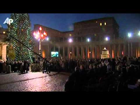 Raw Video: Nativity Scene Shines in Vatican City