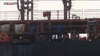 فيديو  الجيش الليبي يهاجم ناقلة نفط بميناء سرت
