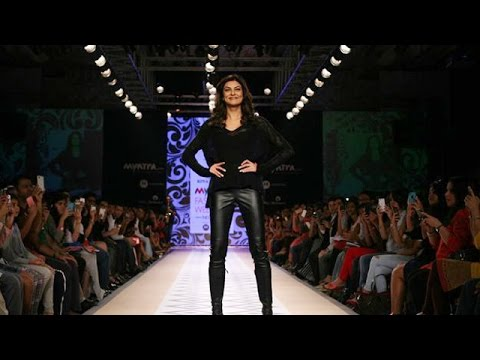 Sushmita Sen Walks The Ramp For Rina Dhaka's Show @ Myntra Fashion Week 2014 !