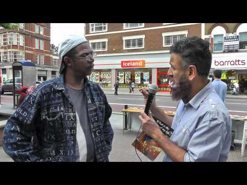 How Christian becomes Muslim in a few minutes ! (Part 1/2) Street Dawah