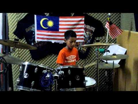 Aiman Ramli main drum (Putih-Putih Melati)