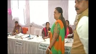 Rajasthan Assembly Election 2018: वसुंधरा राजे ने झालरापाटन के पिंक बूथ में वोट डाला - ITVNEWSINDIA