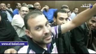 بالفيديو.. أحد ضحايا المستريح يرفع شيكات بـ800 ألف جنيه بدون رصيد للمحكمة
