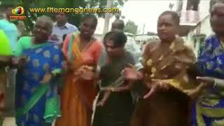 Women Parody Song On CM KCR's Bathukamma Sarees Distribution | Mango News - MANGONEWS