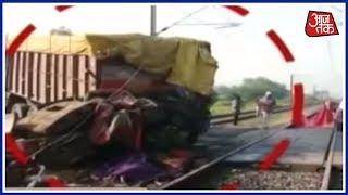 फाटक तोड़ Thiruvananthapuram Rajdhani Express में जा घुसा ट्रक, उड़े परखच्चे - AAJTAKTV