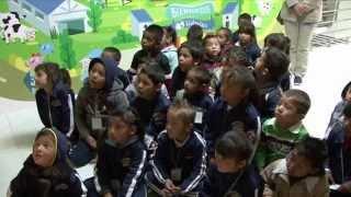 Niños visitan Lechería Zaragoza
