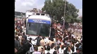 ABP News is LIVE | Rahul Gandhi's roadshow begins in #MP Bhopal as a part of Congress' #SankalpYatra - ABPNEWSTV