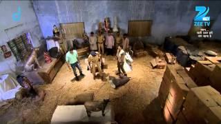 Mahesh searches Vishwas Rao's godown - Episode 32 - Bandhan Saari Umar Humein Sang Rehna Hai - ZEETV
