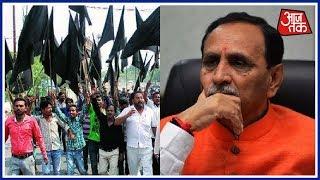 Congress Workers Welcome Gujarat CM Vijay Rupani With Black Flags In Lucknow - AAJTAKTV
