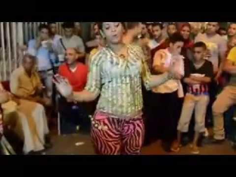 بنت متناكه بترقص