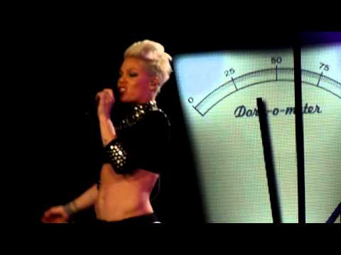 P!nk - Leave me alone (I´m lonely) live in Dortmund 13.05.2013