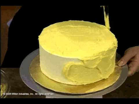 How to Ice Cakes Using a Spatula