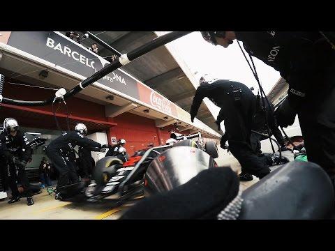 Видео: Искусство пит-стопов от McLaren-Honda