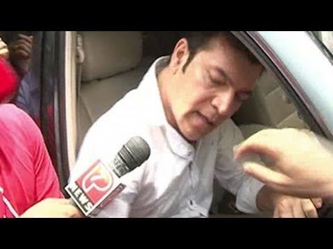 Aditya Pancholi BIG FIGHT at Jiah Khan\'s Funeral
