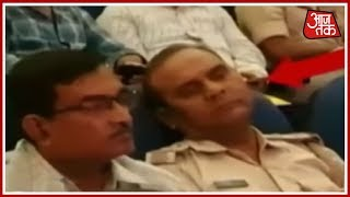 Police Officers Caught Napping During Durga Puja Briefing In Patna - AAJTAKTV