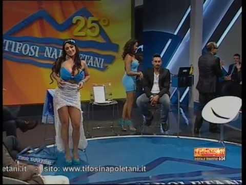 Marika Fruscio strip per festeggiare la Coppa Italia al Napoli (24/05/11)