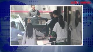video : मुंबई : करण जौहर के दोनों बच्चे अस्पताल से घर लौटे