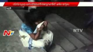 Police Beats Woman in Public | Nizamabad