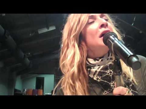 Anathema Se - Anna Vissi - Unplugged Concert 2011 (backstage)
