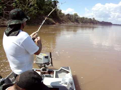 Pescando o maior peixe do mundo... hahaha