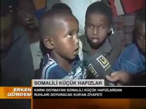 somali children in drought reciting Quran - القران الكريم