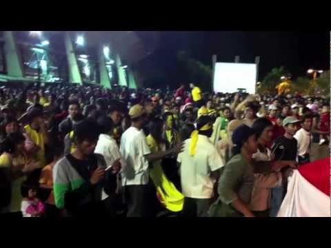 Plastic Bottles War Fight Right After Brunei Got 1st Goal