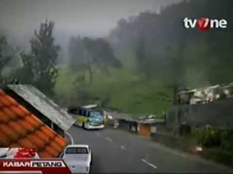Video Kecelakaan Maut Bus Giri Indah di Cisarua Bogor. CCTV